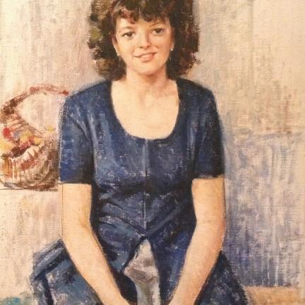 Sorriso ritratto di Gigi Busato. Pittura olio su tela di donna in posa sorridente seduta. Collezione di famiglia.